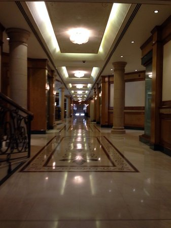 Crowne Plaza Bahrain: Corridors