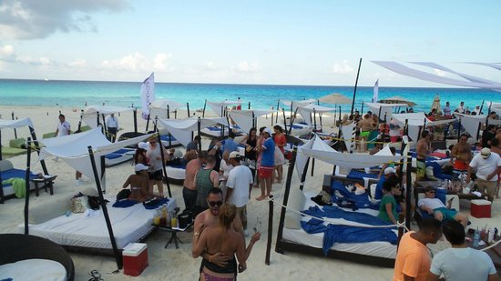 ME Cancun: Sunset