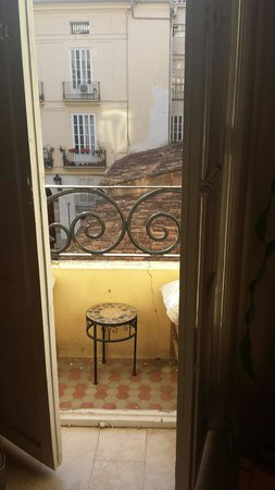 Valencia Arthouse: A charming little balcony in Valencia x