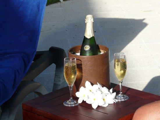 The Royal Suites Turquesa by Palladium: Bon Temps, Champagne, Soleil, Excellent Service