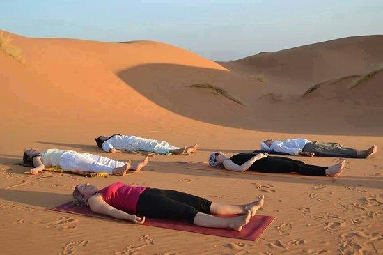 Moda Camp Merzouga : Rolax yuga enil desierto con moroccojourneytours