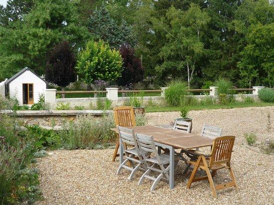Manoir de la Vigneraie: Le gîte - la terrasse