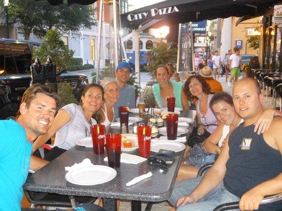 Downtown West Palm Beach : Comendo uma pizza