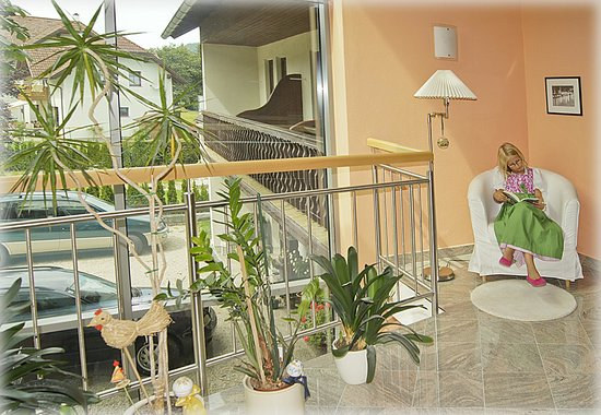 Gasthof-Pension Schuetz: lichtdurchfluteter Stiegenhausbereich