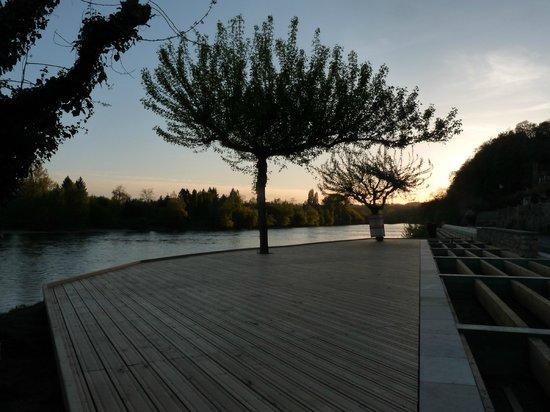 Sarl A l'Ancre  De Salut : la terrasse au chouché de soleil