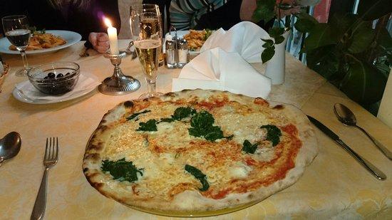 Ristorante Caruso: Eine riesige Pizza.