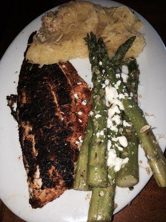 Hemingway's Island Grill : Blackened Grouper