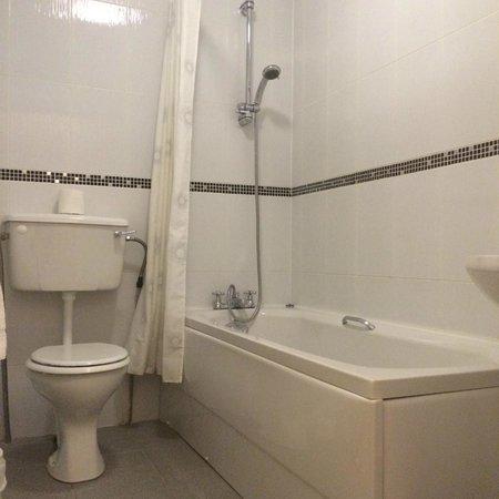 Chainbridge Hotel: Room Bathroom