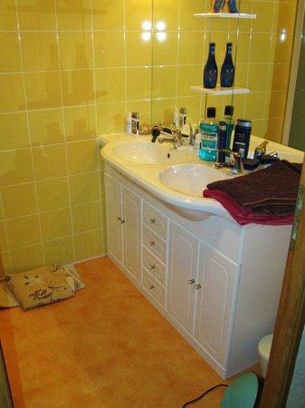 Le Clos Domremy : Bathroom