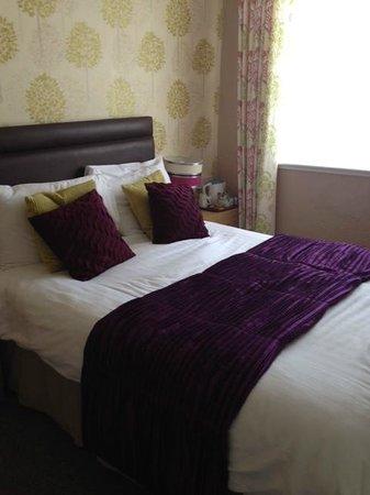 The Corona: Bedroom