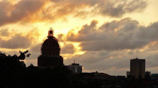 laterrazademanolo: wundervoller Sonnenuntergang auf der Terasse