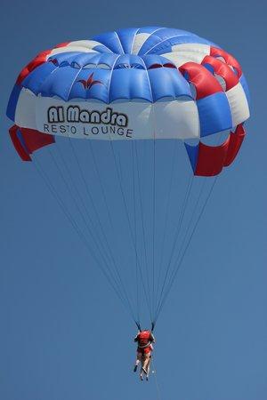 Marhaba Palace Hotel : paragliding on the beach
