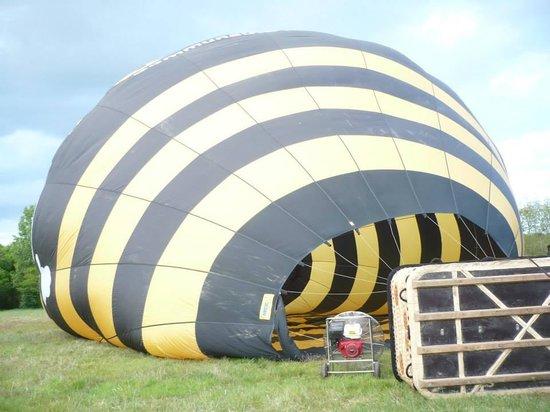Aérocom Montgolfière : Gonflage du ballon