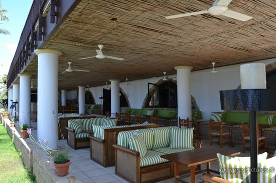 The Annabelle: Ouzeraki / Taverna restaurant near the beach