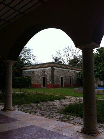Hotel Hacienda San Francisco Tzacalha : View of the grounds