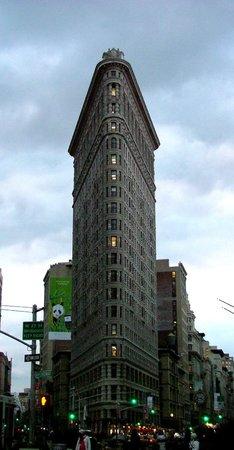 """Flatiron Building : """"Утюг"""" в сумерках"""