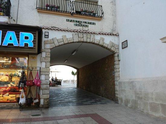 El Casco Antiguo de Benidorm: old town courtyard entrance