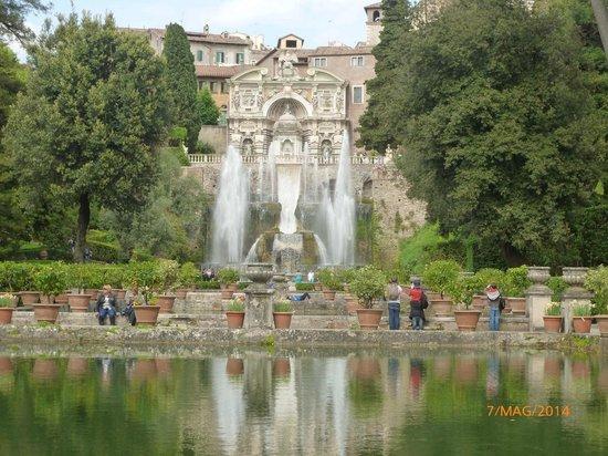 Villa d'Este : I giardini con fontana