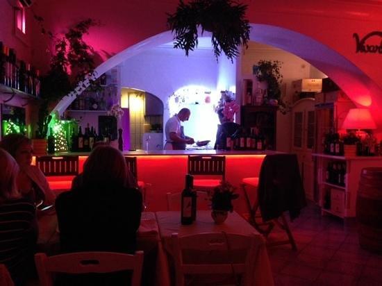Vivaro Wine Bar: Gennaro doing his magic!