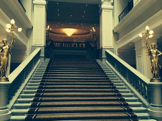 Corinthia Hotel Budapest: Grand Staircase