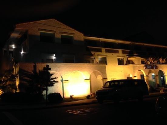 Western Inn & Suites: ホテル外観