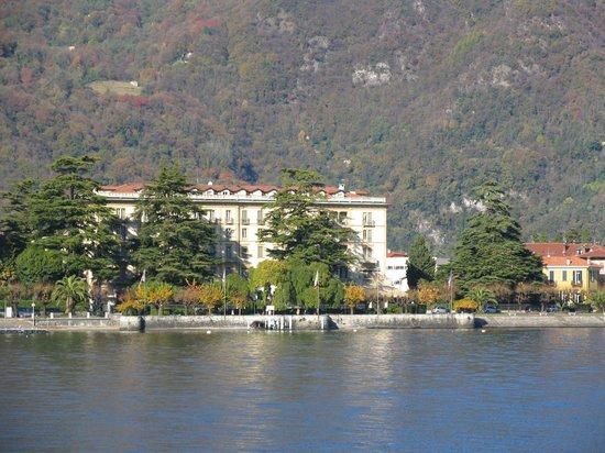 Grand Hotel Victoria: вид на отель с катера