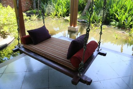 Reef Villa & Spa: Garden swing