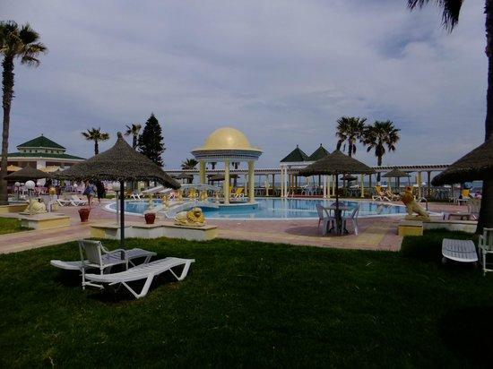 El Hana Palace Caruso Hotel : outside pool