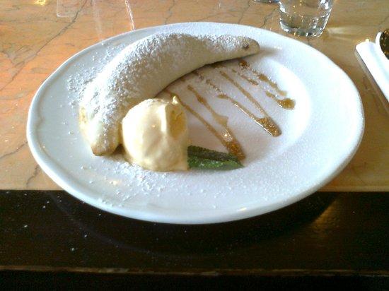Gusto - Newcastle: Nutella and mascarpone calzone with ice cream