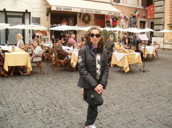 Accademia Hotel: Resturant en la puerta del hotel