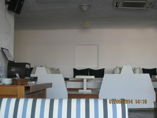 Hermes Hotel: Seating in the Ikaros Bar