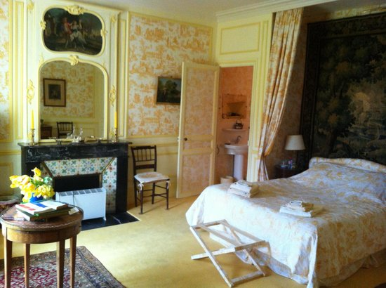 Chateau de la Barre : The Yellow Room