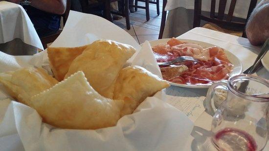 La Ca' Bianca: Gnocchi fritti e affettati...deliziosi!