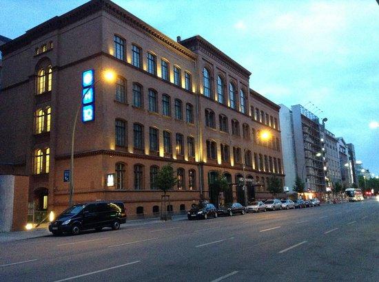 H10 Berlin Ku'damm: вид с улицы
