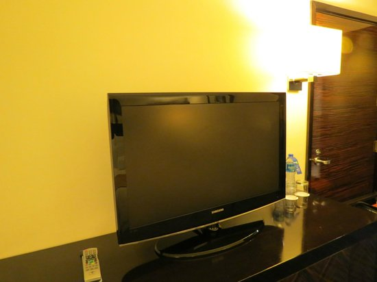 Hong Kong SkyCity Marriott Hotel : テレビは、パソコンとも接続できます。