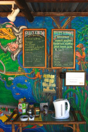Fairy Knowe Backpackers Lodge: enjoy the free coffee and tea!