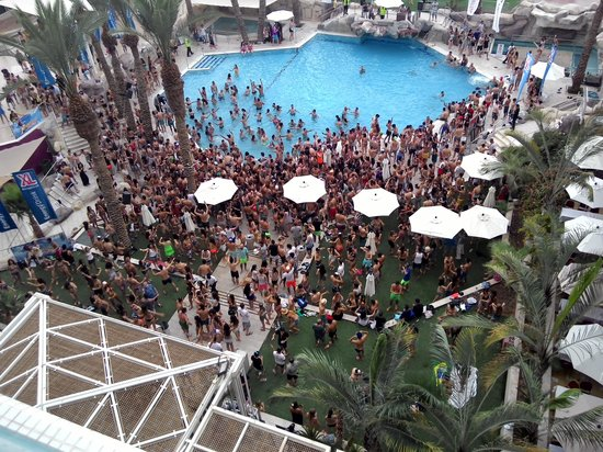 Crowne Plaza Hotel Eilat : the pool party