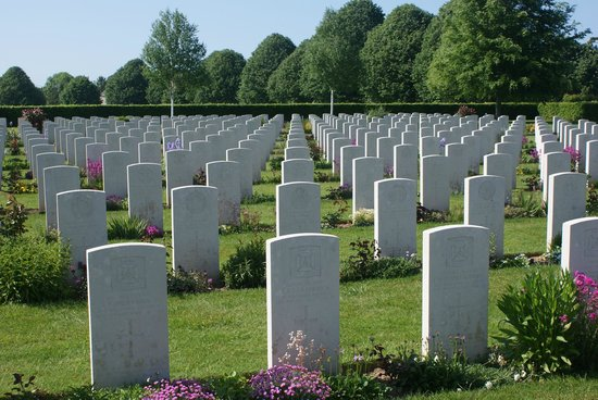 British War Cemetery: Some of the 4000+ headstones