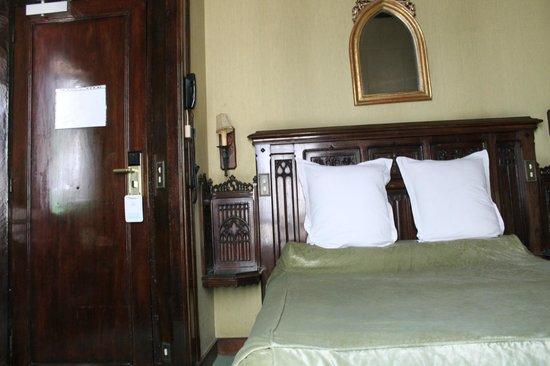 Hotel St Merry : Вид со стороны окна