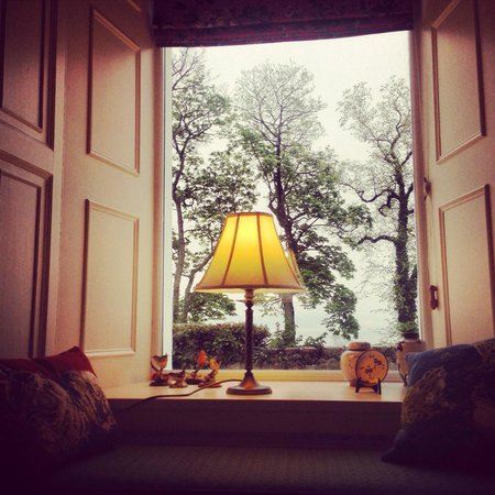 Cuilcheanna House: Little window seat in the lounge