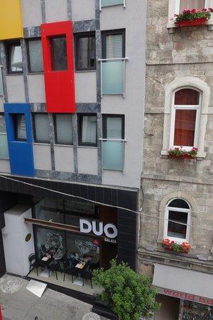 Duo Galata Hotel : Вид на противоположный корпус
