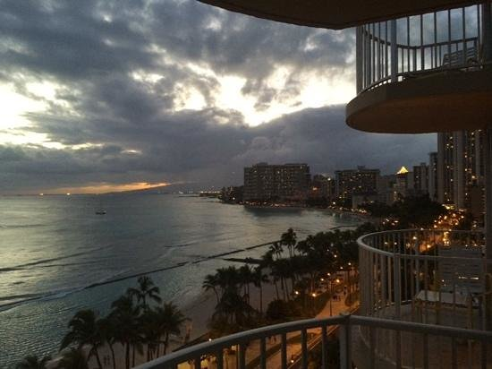 Aston Waikiki Beach Hotel: view from balcony, ocean front room