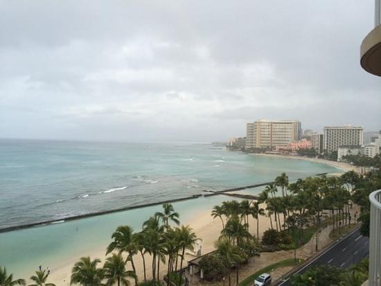 Aston Waikiki Beach Hotel: morning view from balcony, ocean front room