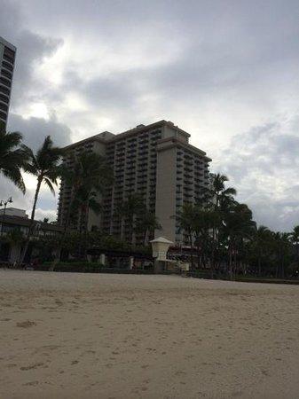 Aston Waikiki Beach Hotel: hotel from the beach