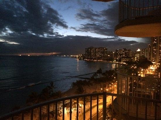 Aston Waikiki Beach Hotel: one more at sunset, Mia Tia time!