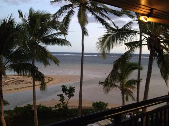Outrigger Fiji Beach Resort : Low tide