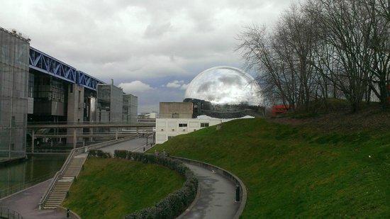 Cité des Sciences et de L'Industrie : Exterior View