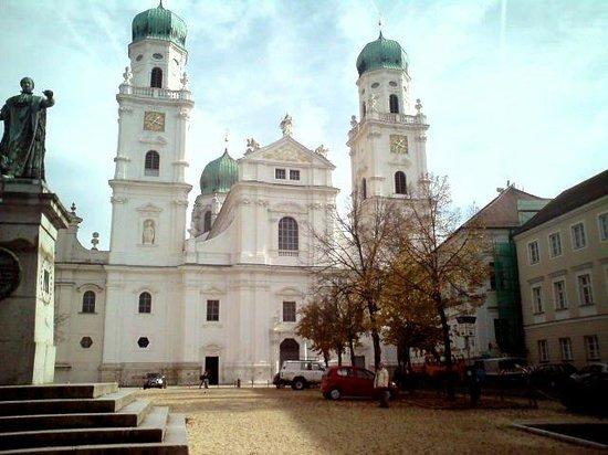 St. Stephen's Cathedral : Dom aussen.