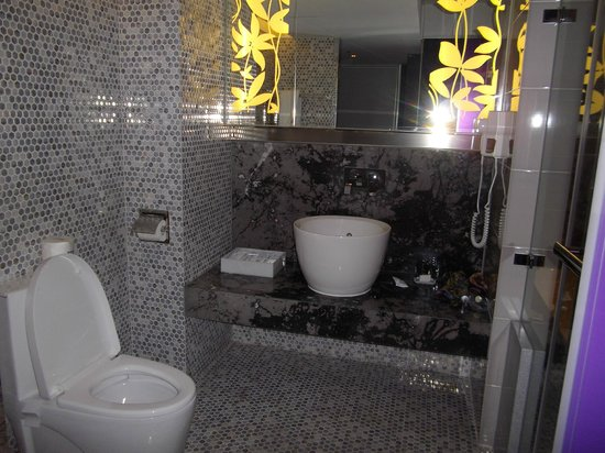 Royal Group Hotel Central Park Branch: bathroom