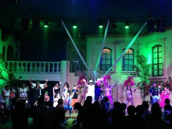 Hotel Playa Mazatlan: Entertainment Show during Dinner @ Playa Mazatlan